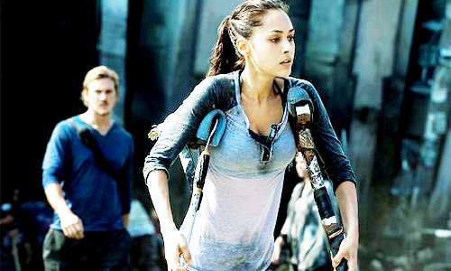 The 100 CW - Raven Reyes gets to cooperate with hot engineer Wick - Lindsey Morgan, Steve Talley #The100