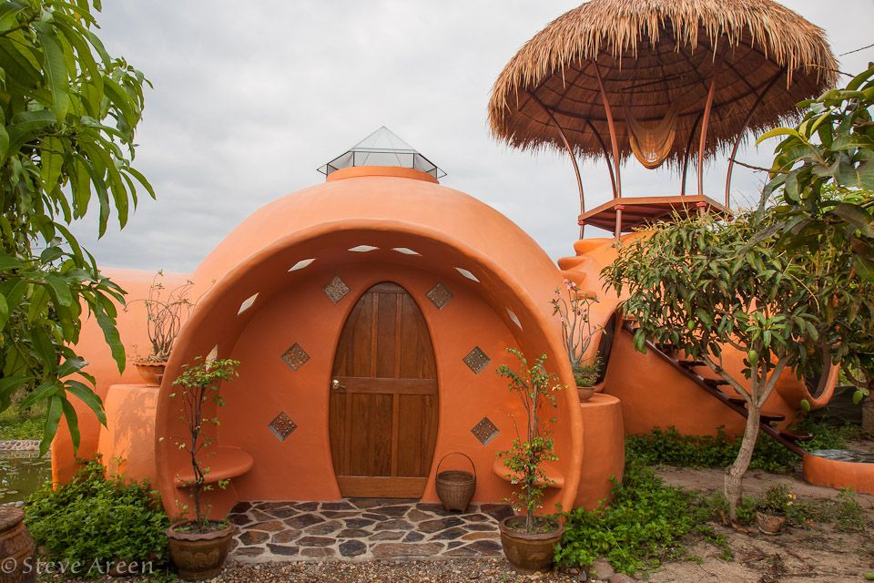 Thai Dome Home by Steve Areen http://www.steveareen.com/domehomecreation/index.html  Steve used a pivoting arm technique to create a perfect sphere and then built his little Dome House using locally-made concrete bricks. Despite having just two helpers, Steve completed construction of his tiny home in just six weeks, and it only cost him about $8,000