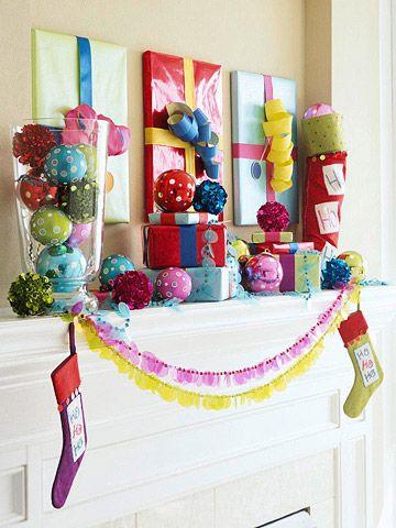 Bunte Deko Kaminsims Weihnachten Kugel Geschenke Verpacken