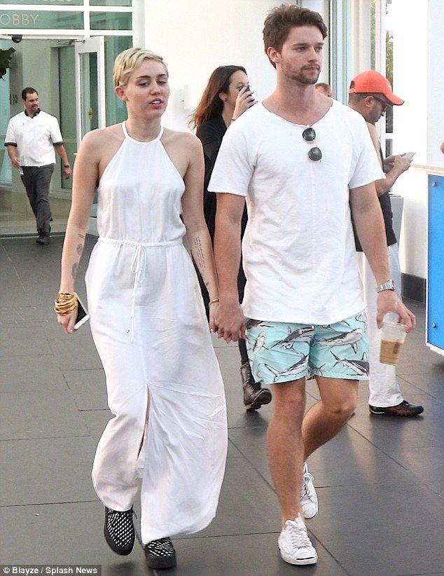 Arnold Schwarzenegger på sin son dating Miley Cyrus