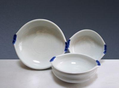 현재 아트뮤제갤러리에서 연말연시선물전으로 전시판매중인 작품입니다. 손쉽게 미술품선물하고 소장하기에도 예술적 품격이 높아요^^ White Porcelain grip Decorative Ball Set Two kinds(large, small) / 2013 /