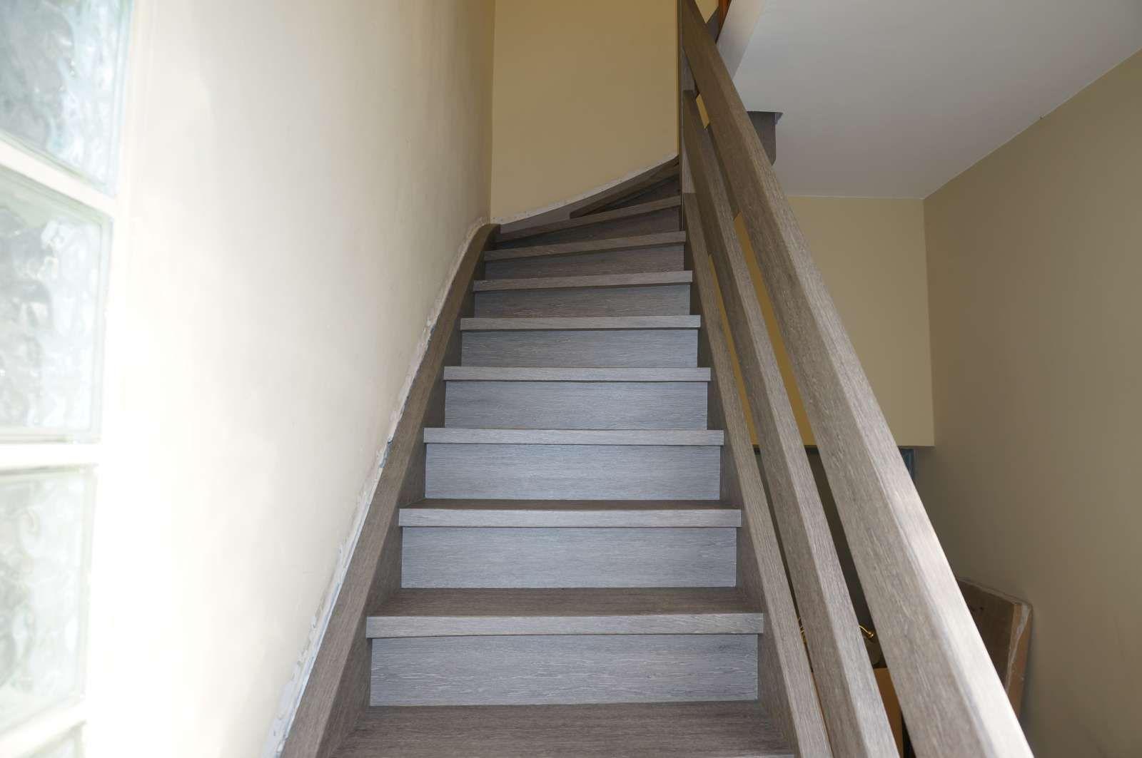 Nachher Treppe Mit Folie Bekleben Treppe Renovieren Treppenrenovierung Treppenhaus Streichen
