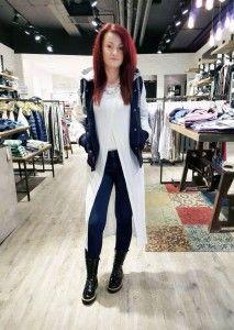 How to wear #COLLEGEJACKEN: Collegejacke mit abnehmbarer Kapuze und Kunstleder-Ärmeln: Superdry - Katy trägt dazu: Longshirt: Vila - Top: Tom Tailor Denim - Skinny Pants: Pepe Jeans - Kette: Samaya #fashion #stylingtutorial