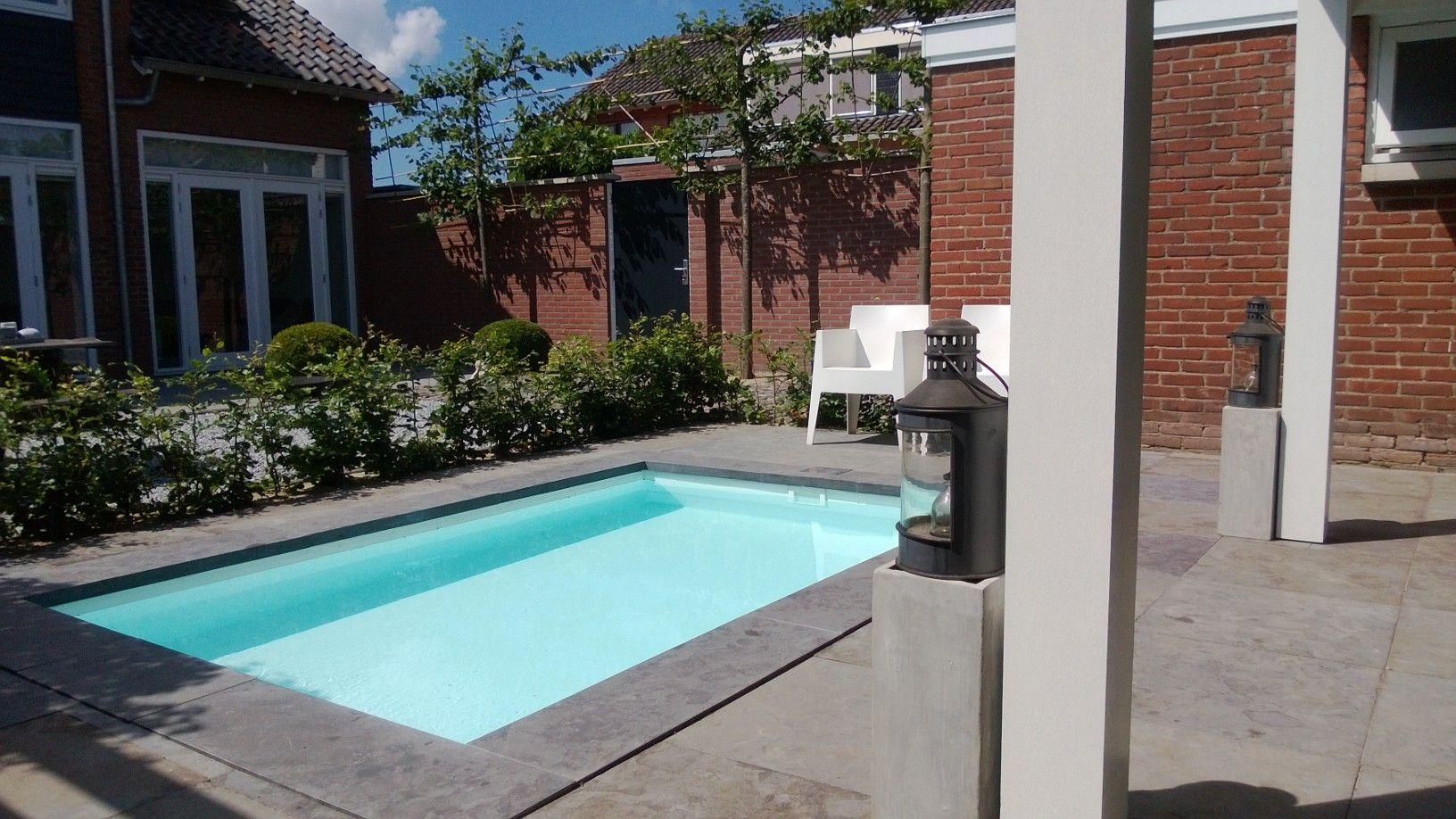 Klein zwembad in een sfeervolle tuin minipool for Klein zwembad