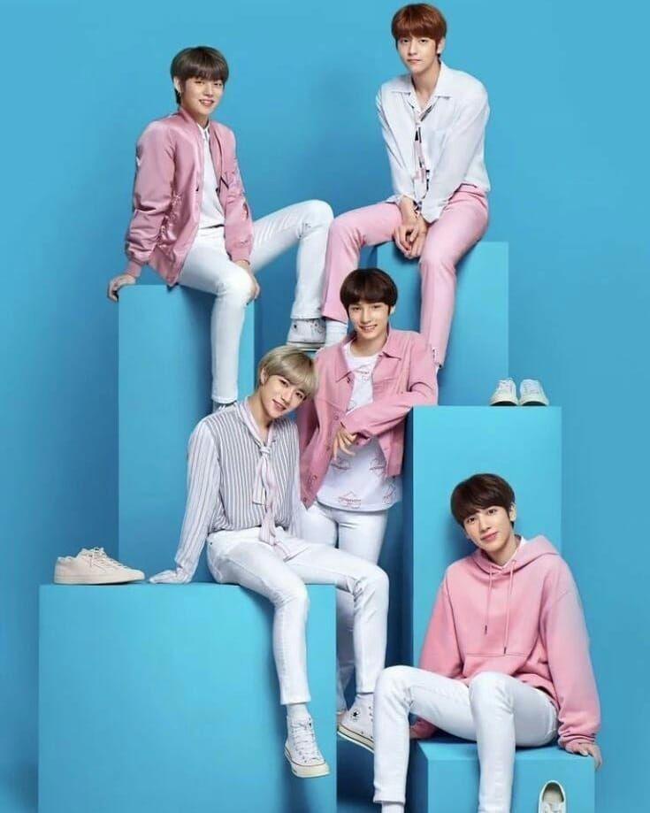 They Look So Tall And Cute Kpop Boygroup Moa Beomgyu Taehyun Soobin Yeonjun Hueningkai Choibeomgyu Kangtaehy Txt Tomorrow South Korean Boy Band