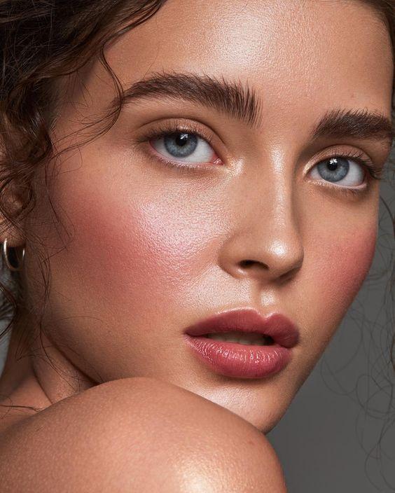 glowy makeup look | Dewy makeup look, Natural summer