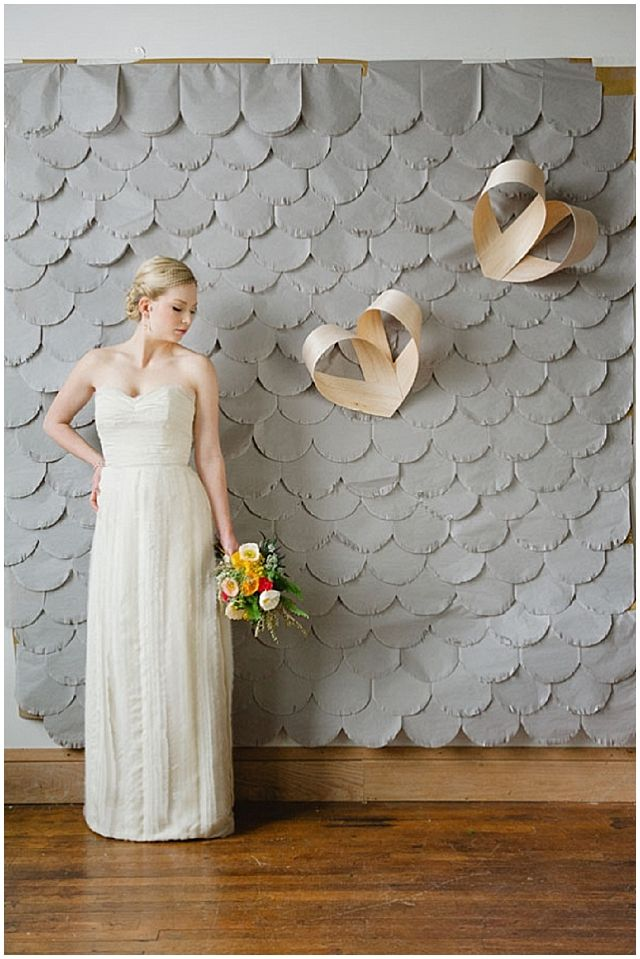 Pretty scalloped paper diy diy wedding backdrops and for Diy photographic mural