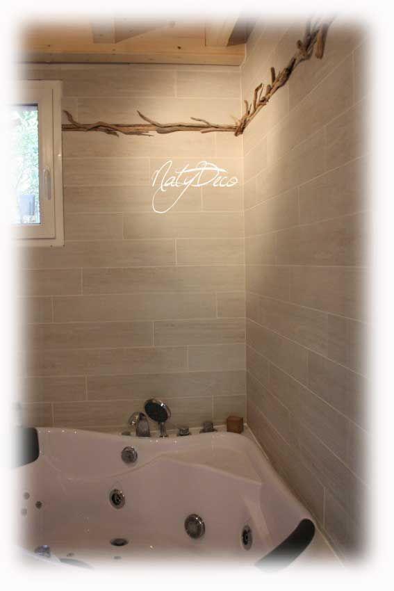 frise en bois flotté dans salle de bain NATYDECO http://www ...