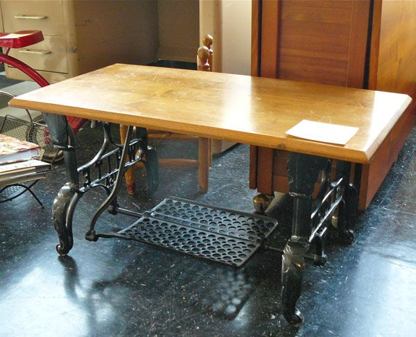 Gentil Vintage Reused Sewing Machine Treadle Turned Into Coffee Table. Great Idea.  |