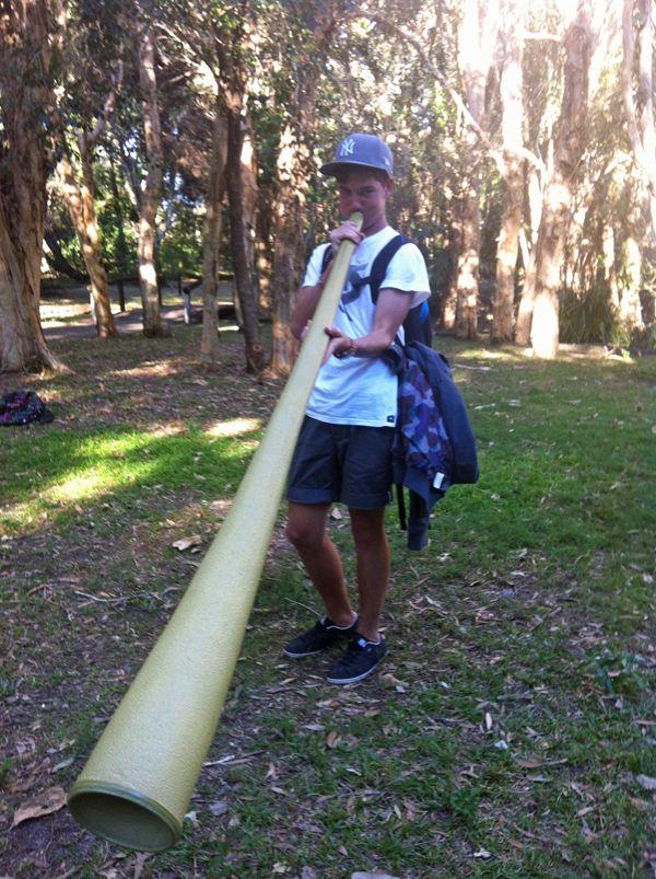 """Foto des Tages: Carl #sprachreise #australien - """"Am Morgen Unterricht, am Nachmittag Aktivitäten, wie Volleyball, BBQ oder Didgeridoo-Unterricht und am Abend hab ich mich mit den anderen Schülern an einem Platz nahe der Schule getroffen, um ein bisschen zu erzählen."""""""