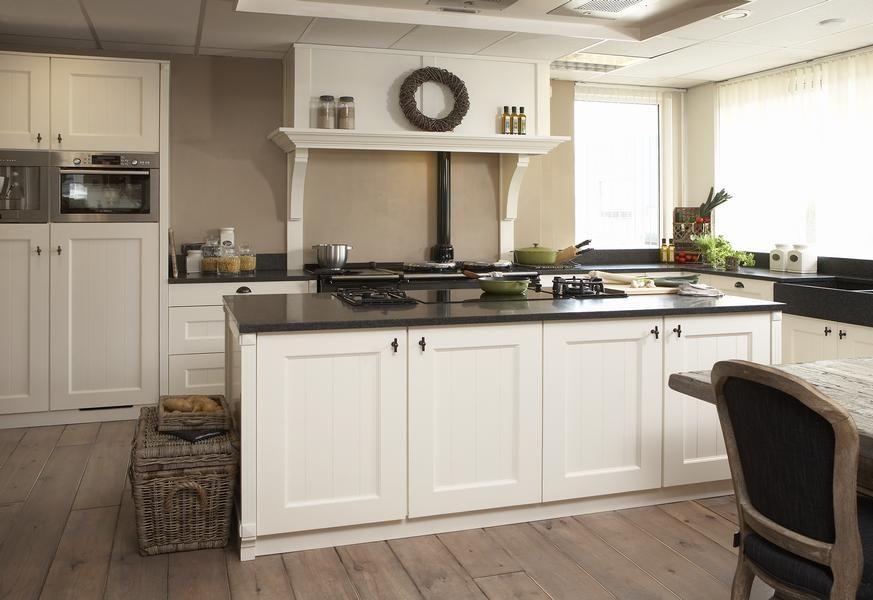 Witte Keuken Met Betonnen Werkblad : Strakke witte keuken met ...
