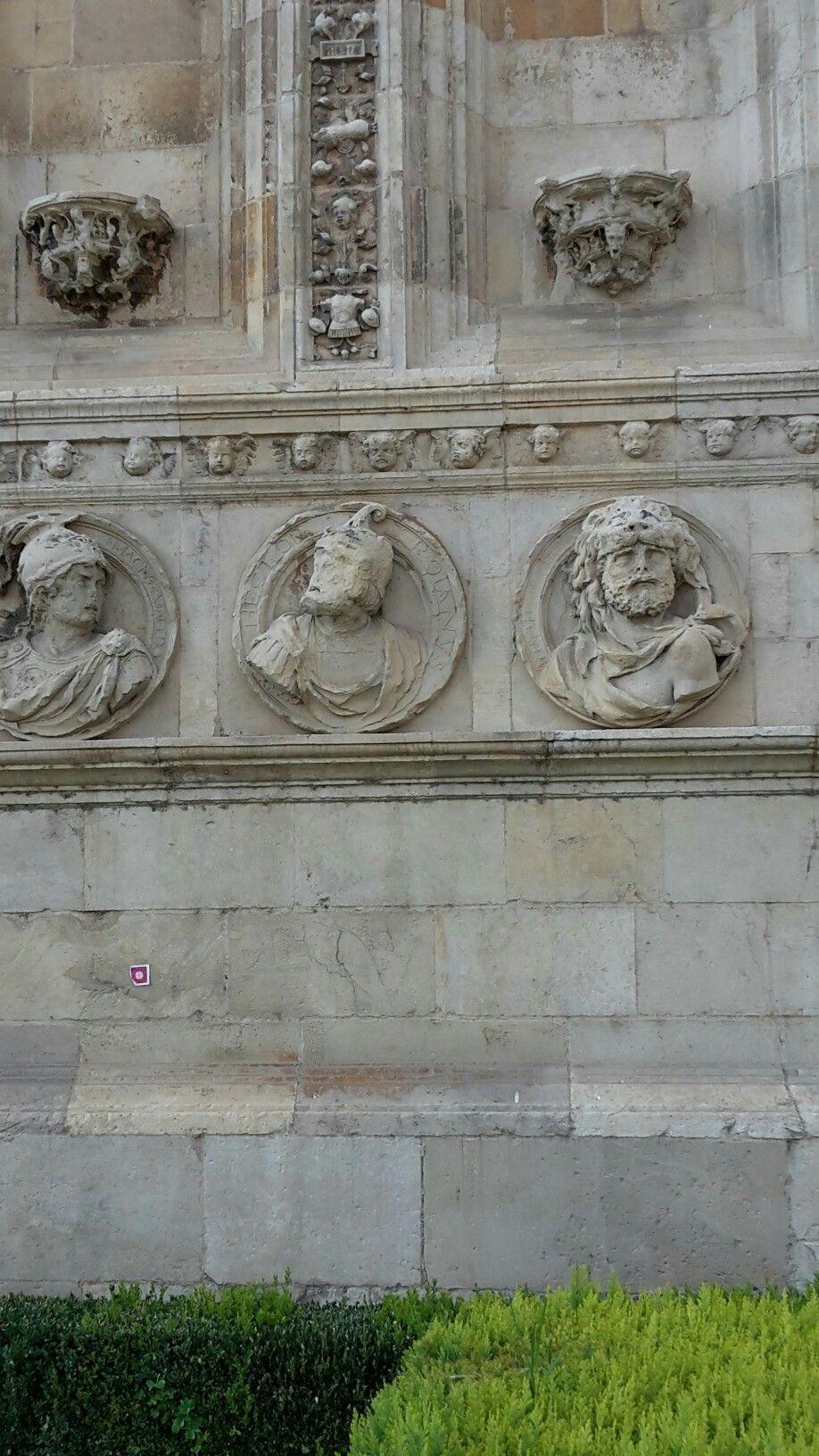 León, detalle fachada parador de san Marcos.