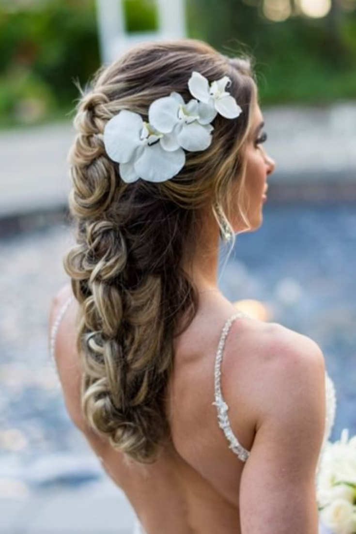 Destination Maui Wedding Style With Tropical Flowers For This Fairmont Kai Lani Maui Hawaii Weddi Beautiful Wedding Makeup Hair Styles Amazing Wedding Makeup