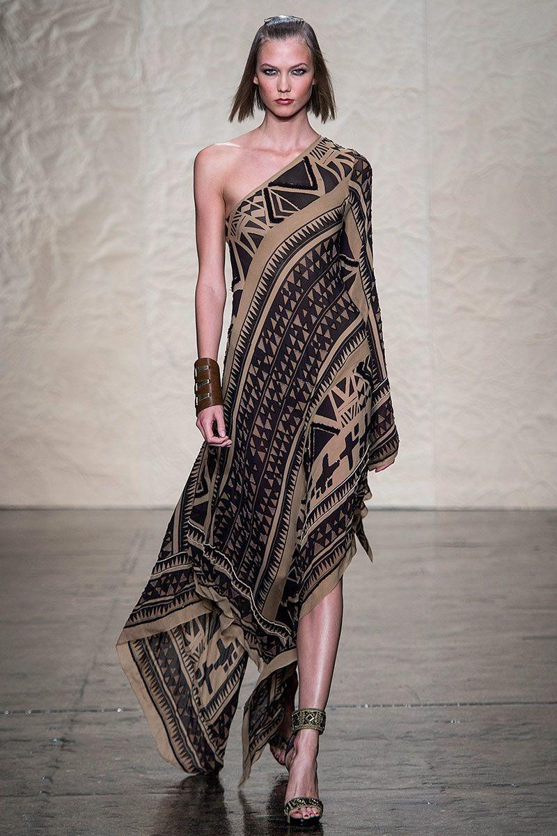 Pasarela: Inspiración tribal e influencia 70s... #DonnaKaran #SS14 #NYFW // http://www.vogue.mx/desfiles/primavera-verano-2014-nueva-york-donna-karan/7219