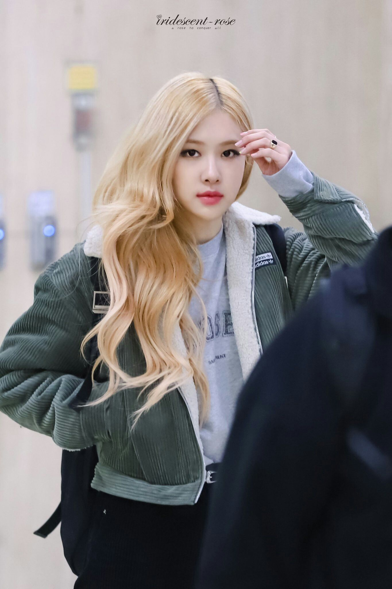 Pin By Pasta On Rose Blackpink Airport Style In 2020 Rose Blonde Blackpink Fashion Blackpink Rose
