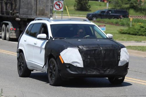 Jeep Cherokee 2018 facelift spy shots  pictures...
