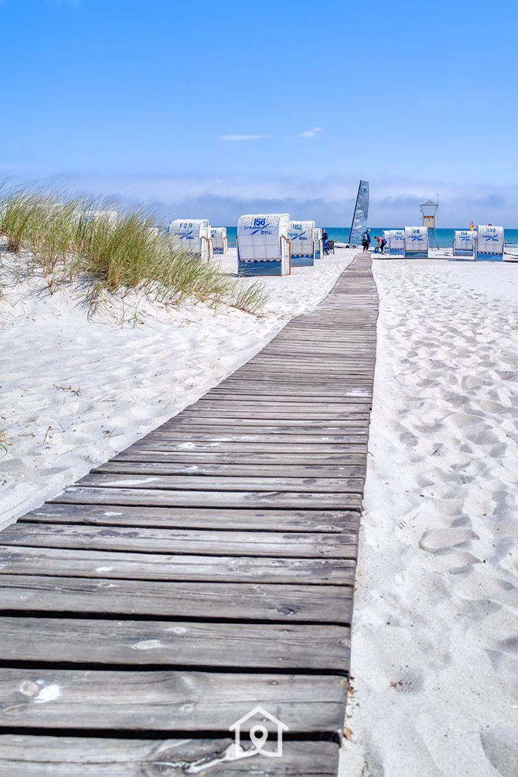 Holzweg zur Ostsee, Strandkörbe am Strand von Grömitz