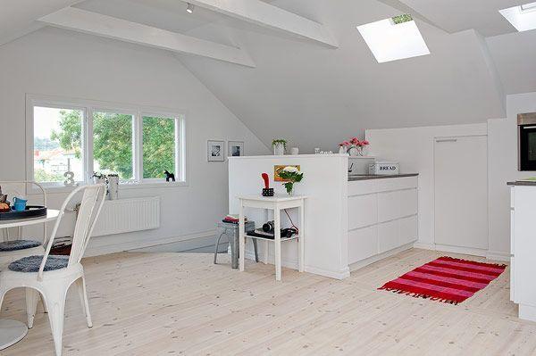 Mooie Indeling Keukentje Op Slimme Plek Kleine Dakraampjes Met Veel Effect Kantoorinspiratie Interieur Modern