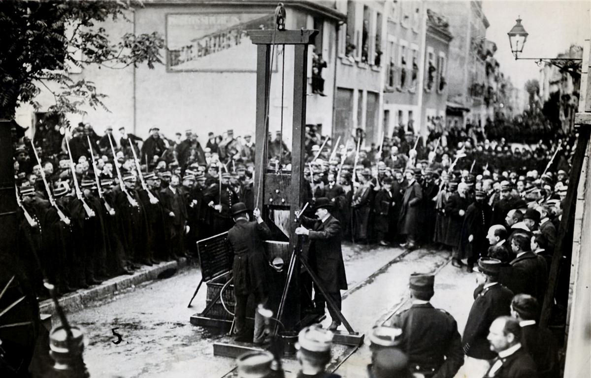 The last public execution in France with the guillotine