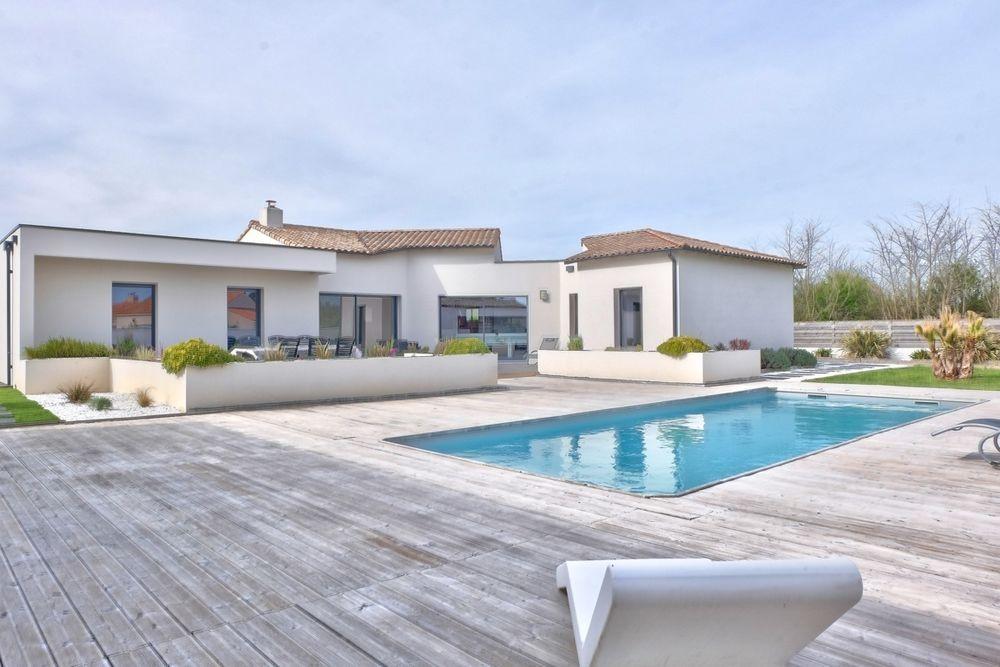 Villa Comptemporaine Avec Piscine Proche De La Mer En Vende  Ebay