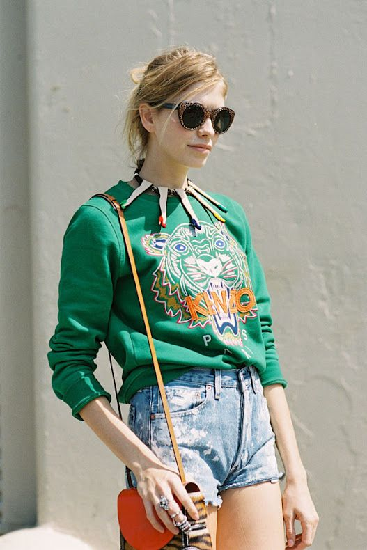 leg necklace (seriously), denim shorts and kenzo sweater... perfect