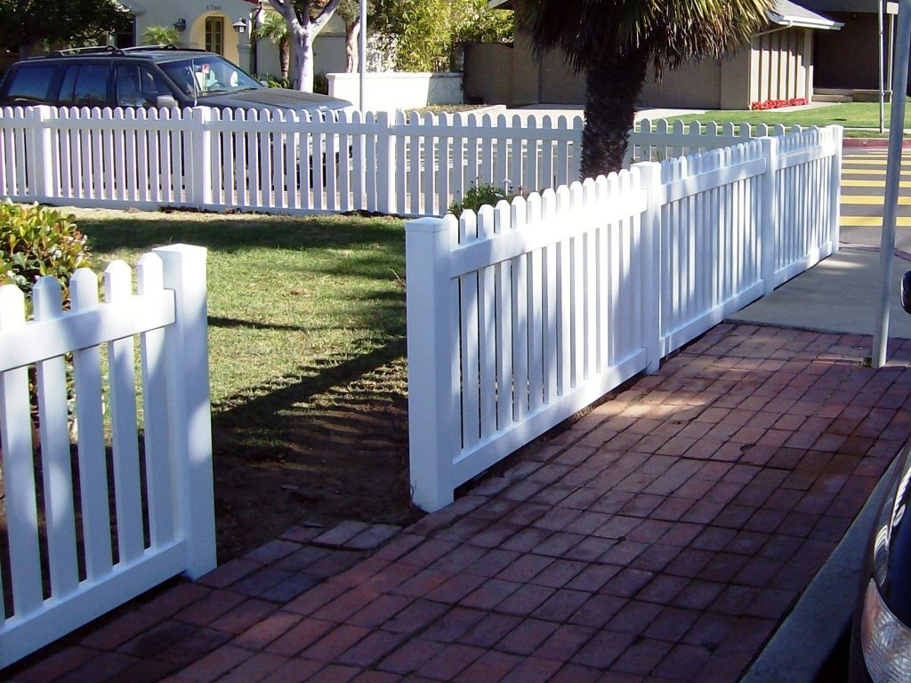 Vinyl Front Yard Fence In Straight Pickets. This Simple Design Is A  Beautiful No Fuss