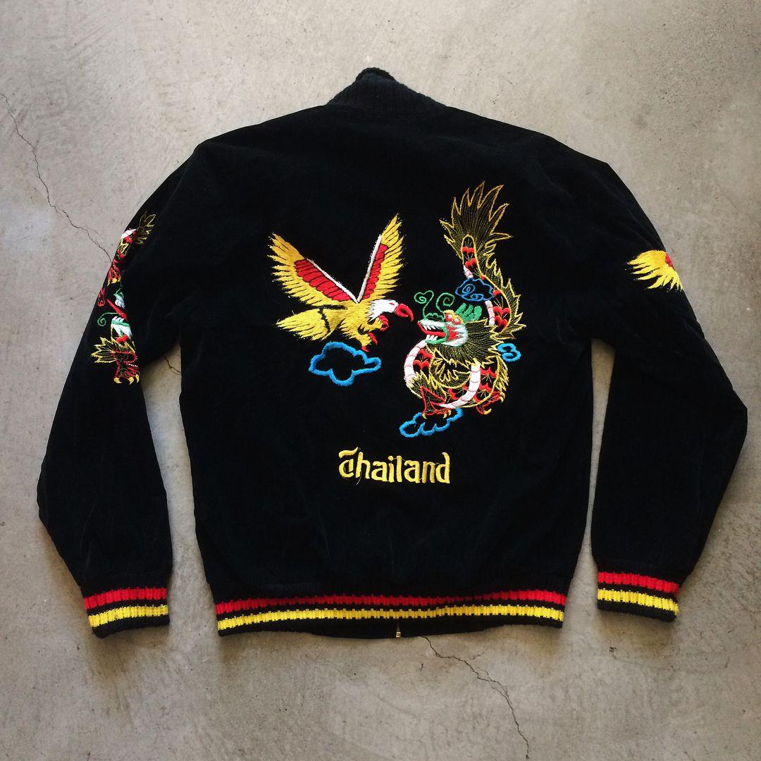 """1970s Thailand souvenir jacket, size M measures 22"""" pit to"""