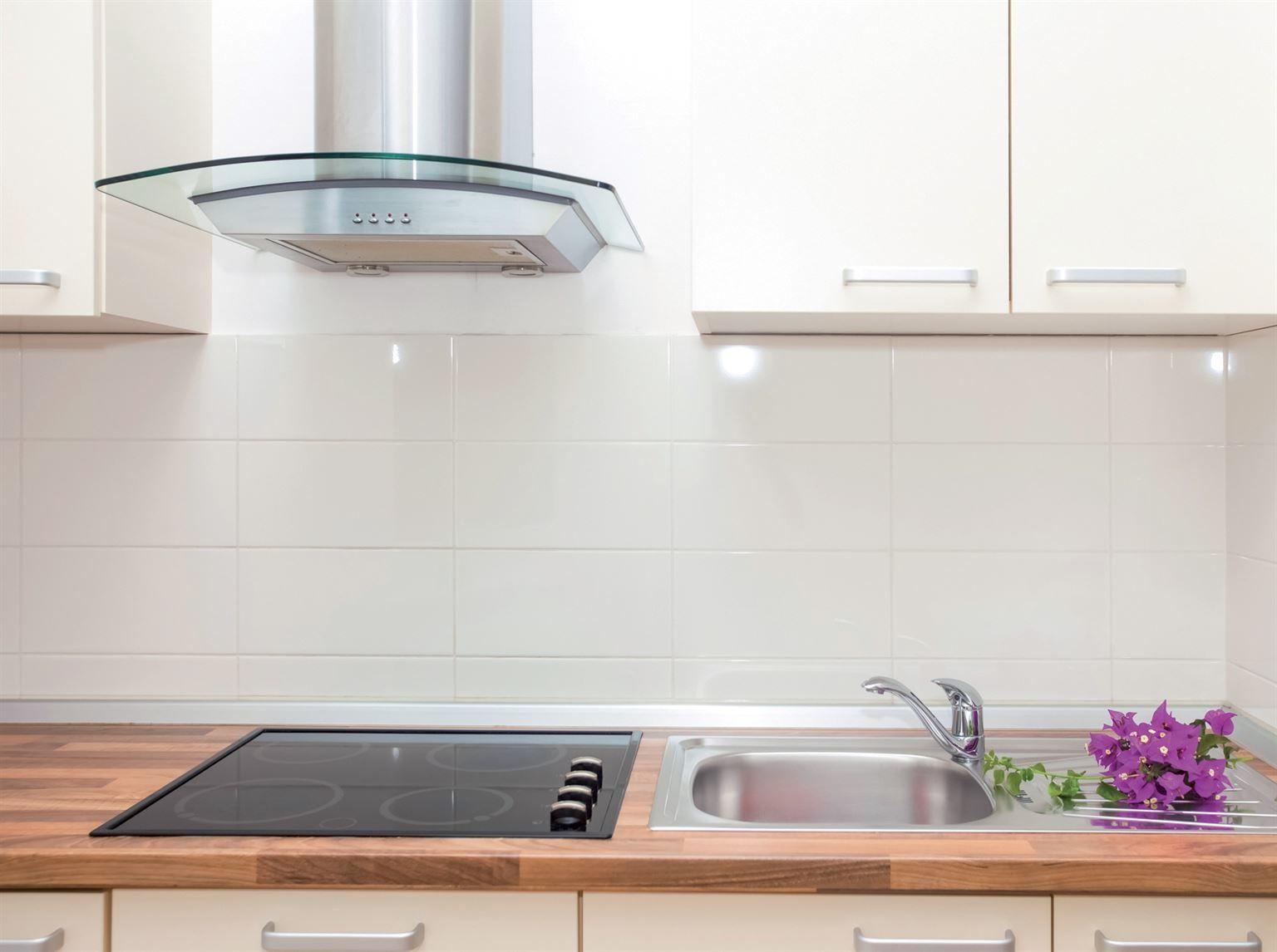 Vous tes la recherche d une hotte de cuisine murale - Peinture pour hotte de cheminee ...