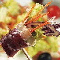 Salada Quatro Estações com Presunto de Pato - http://www.receitassimples.pt/salada-quatro-estacoes-com-presunto-de-pato/
