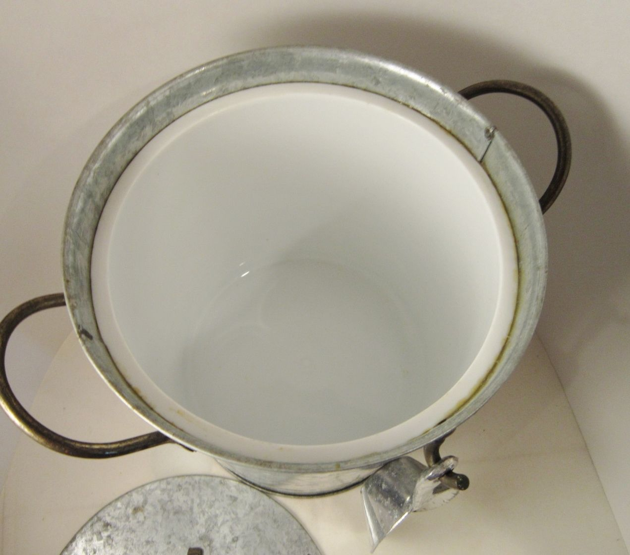 Insulated Hammered metal Ice Buckets with Lids | ... and Insulated, Vintage Galvanized Steel, Scoop and Lid - Ice Buckets