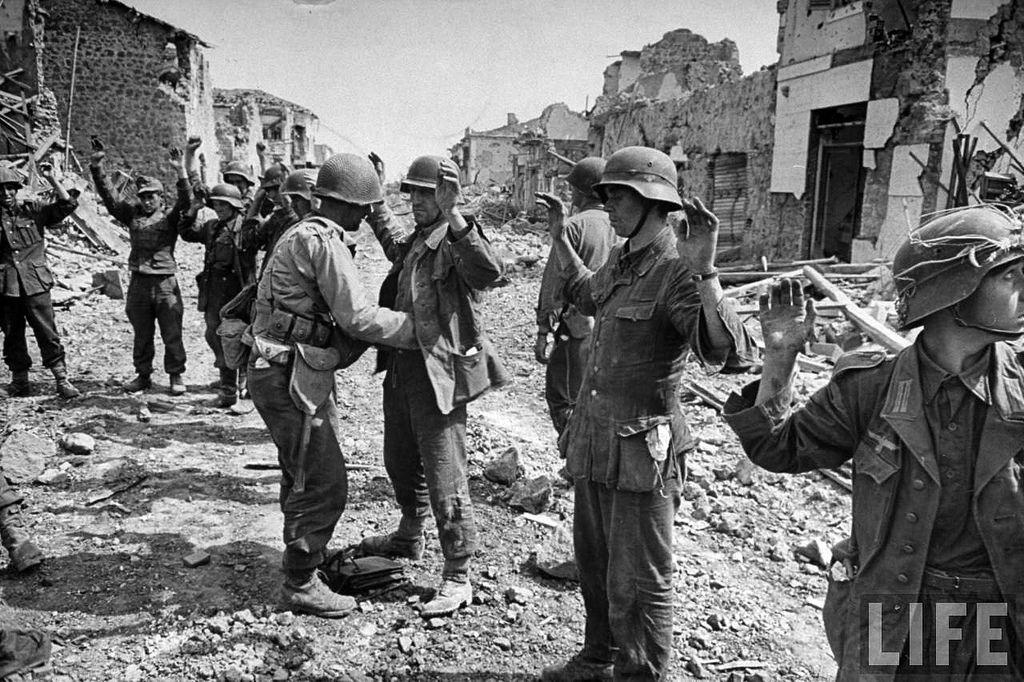 Alemanes en traje drill, capturados en Francia.
