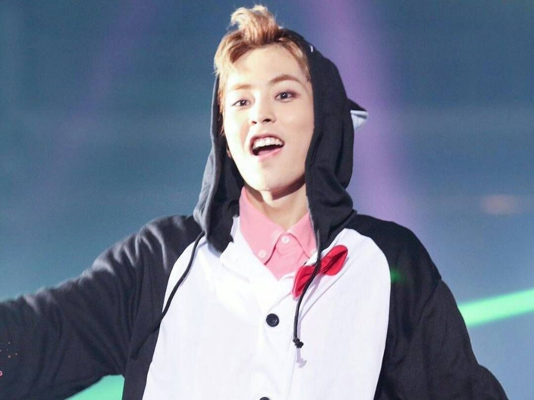 cute xiumin at the exoluxion dot in seoul day3 exo we