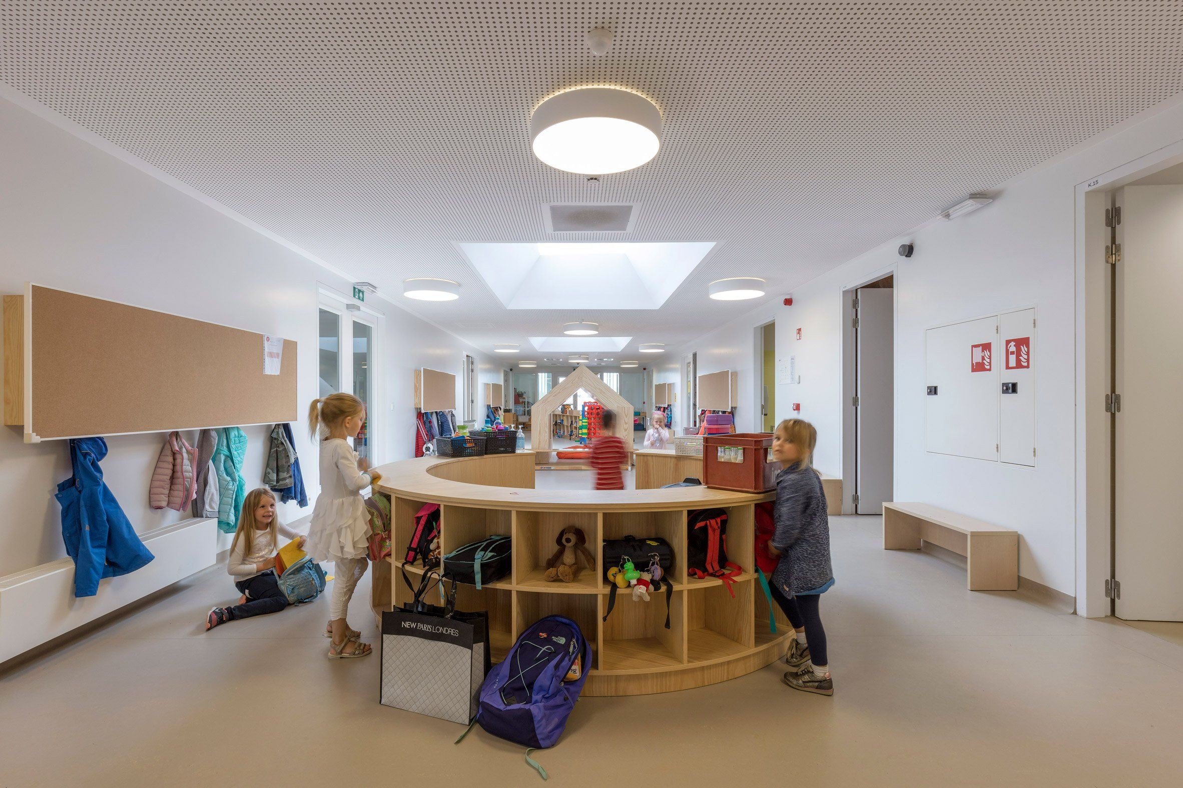 Nl Architects Completes Belgian School Featuring Low Lying Rooms  # Muebles Infantiles Lupi Love