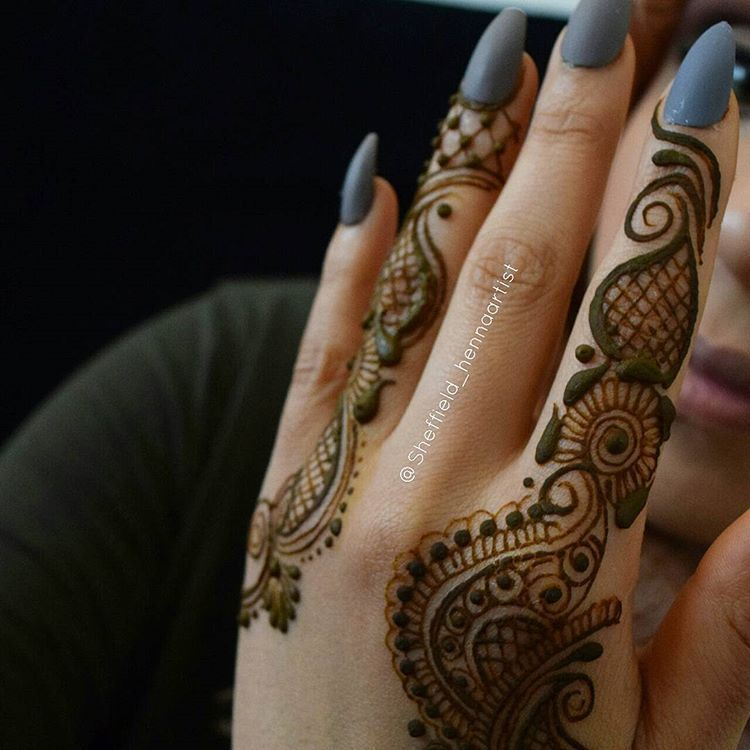 Regrann مناكير بنات فاشن ستايل منوعات خاص فساتين سهره ناعم ملابس تنسيقات مشترياات بنات اناقه تسريحات تصويري صور مك Finger Tattoos Henna Hand Tattoo Tattoos