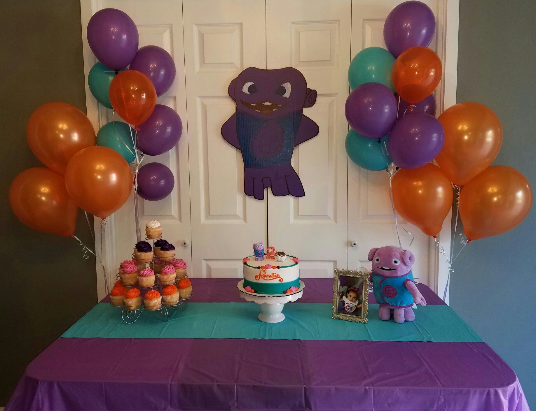 Dreamworks Home Boov Birthday Simple Backdrop Husband Made The Tablecloth  Balloons And Cupcakes To Match Theme
