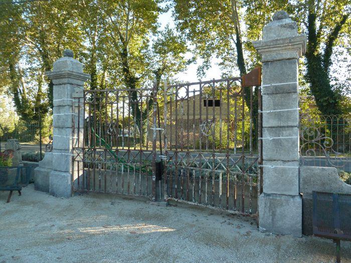 Portail ancien en fer forgé ajouré Portails en fer forgé - portail de maison en fer
