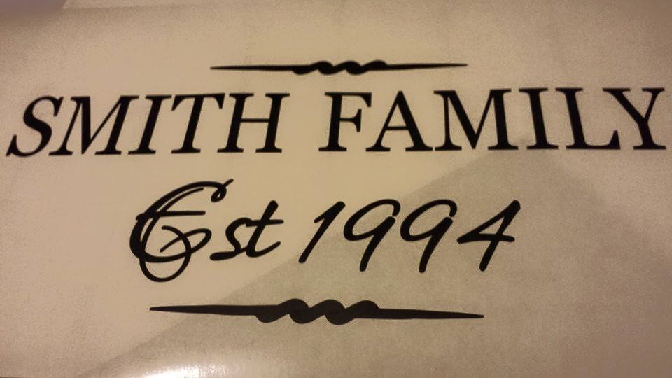 Customised Family name decalThis decal looks amazing in any part of your home.Measurements are approximately 52cm x30cmThis comes with a transfer sheet for a perfect finish on your wall...