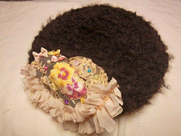 手編みベレー帽です。*着用を繰り返すうちに多少伸びます。ご了承願います。*構造上、裏に縫い目が出ておりますので(5枚目写真参考)、その点ご了承頂きました上ご購...|ハンドメイド、手作り、手仕事品の通販・販売・購入ならCreema。