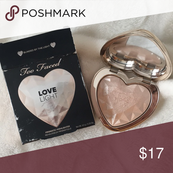 Too faced love light highlighter. Litteraly only Rubbed my