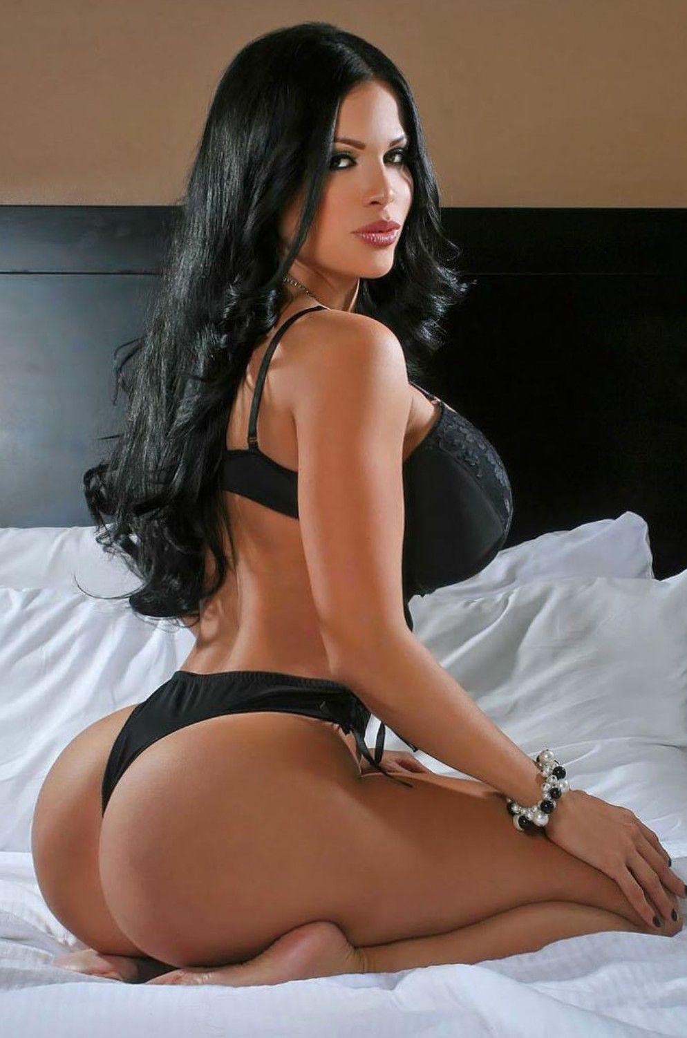 Latina Milf Booty in Streifen Spandex