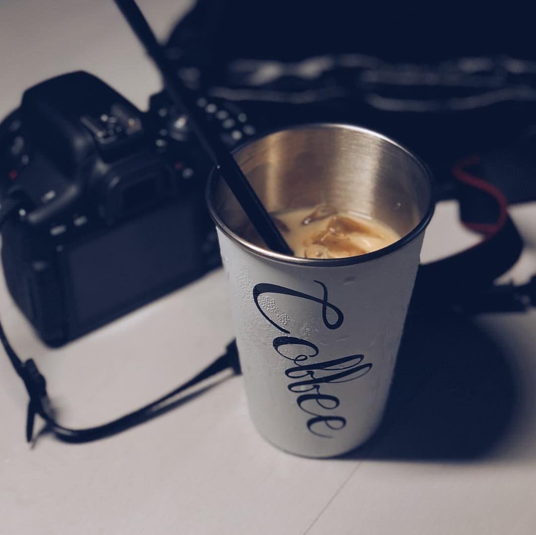 أخاف أن ينتهي العالم ونحن لم نتشارك كوب قهوة ولم يجمعنا مكان ولم تجمعنا صورة فوتوغرافية Coffee Lover Photo Quotes Glassware
