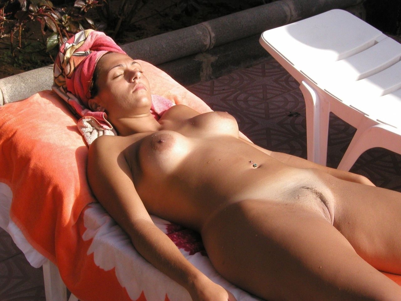 Male Naturist From England Love To Feel The Warmth On My -9775