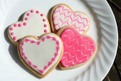 Beautiful Valentine's Day Cookies!  And easy step-by-step instructions.