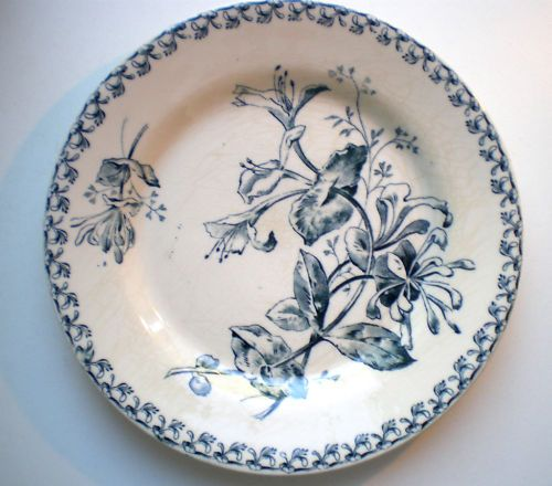 assiette terre de fer porcelaine opaque gien iris et libellule couleur s pia ebay d co table. Black Bedroom Furniture Sets. Home Design Ideas