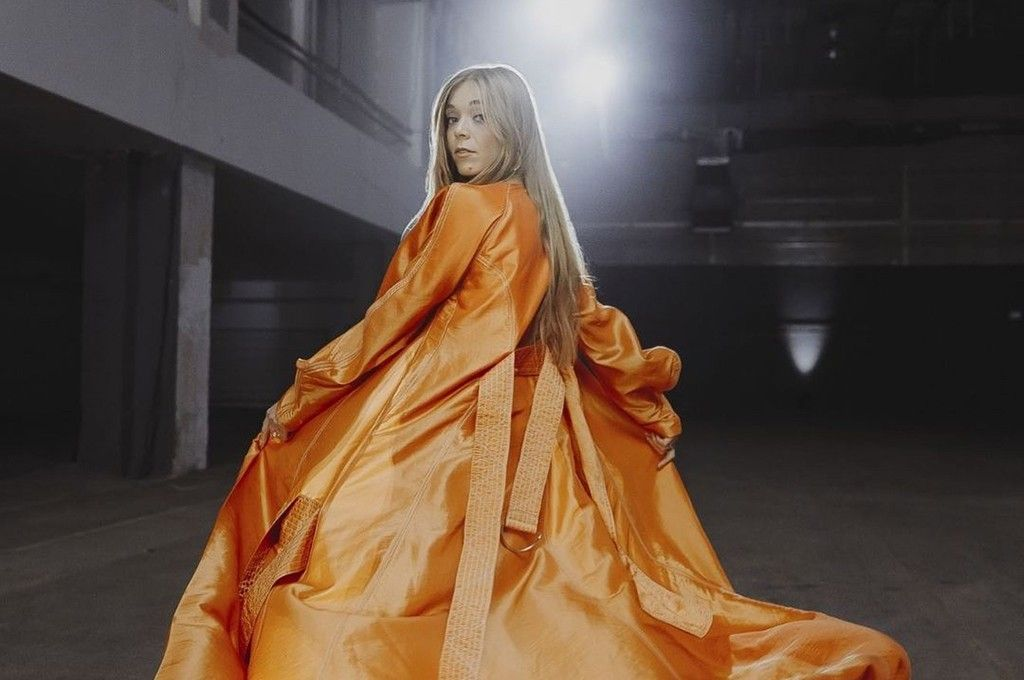 """Becky Hill Shares Cover of Alphaville's """"Forever Young"""" from McDonald's  Christmas Advert 2020【2020】"""