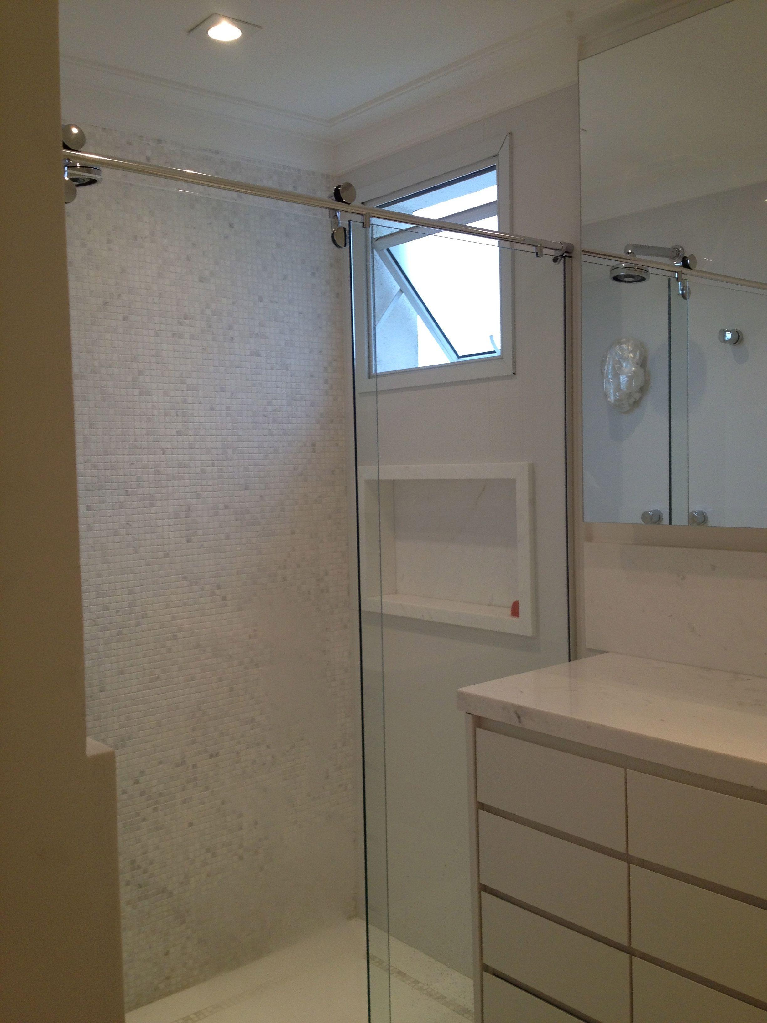 Nicho embutido na parede aumenta a área útil do box  Banheiros  Pinterest  -> Nicho Banheiro Embutir