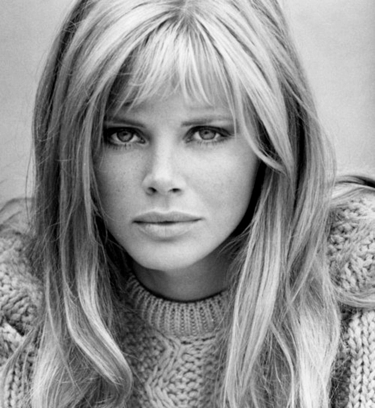 Britt Ekland (1942, Estocolmo) es una actriz sueca residente en el Reino Unido. Su papel más conocido es el de chica Bond en El hombre de la pistola de oro (1974).