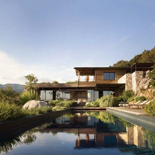 Maison contemporaine en bois en Corse | Architecture, House and Villas