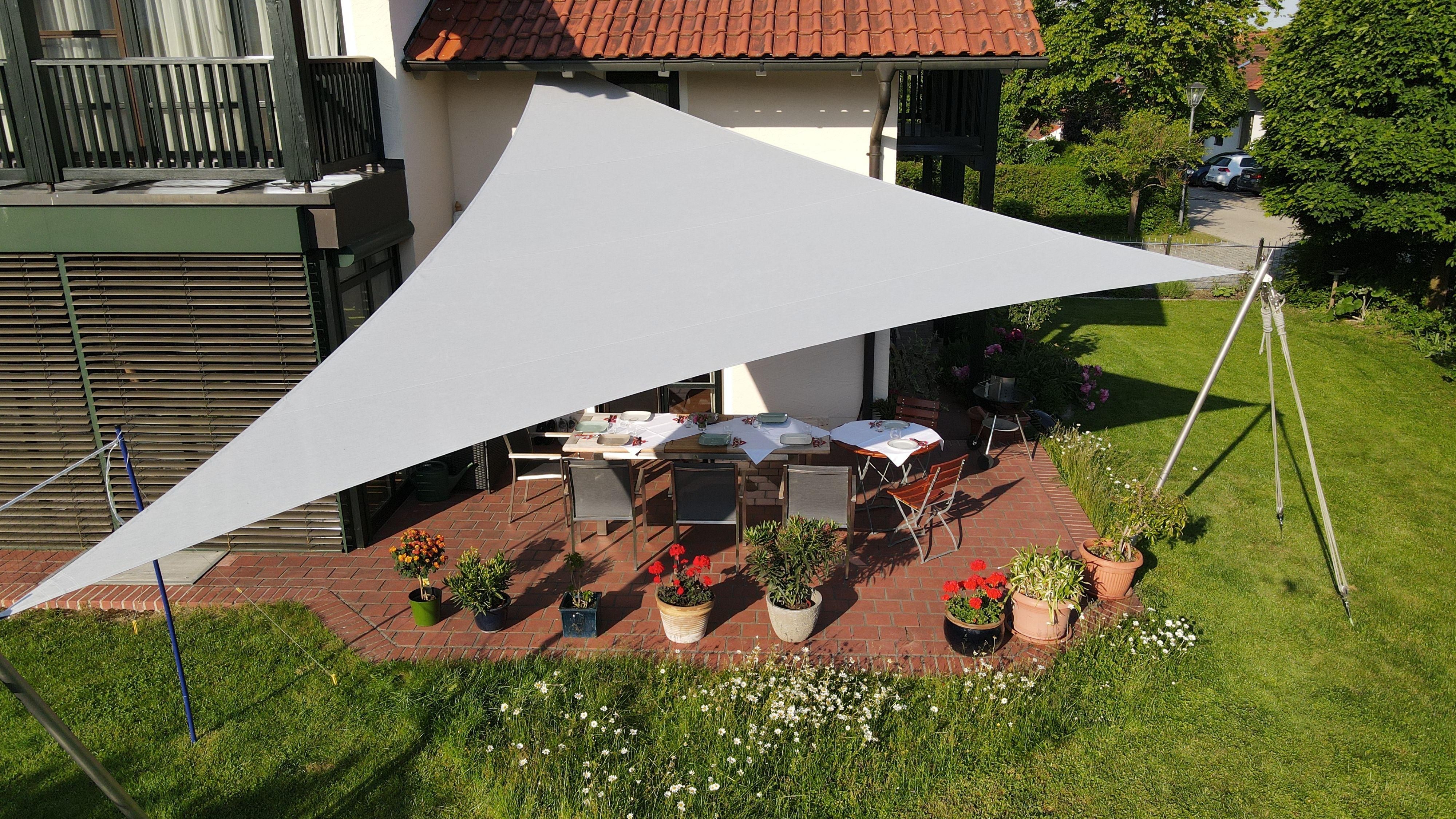 klassisches Dreipunkt  Sonnensegel Dreieck als Sonnenschutz auf ...