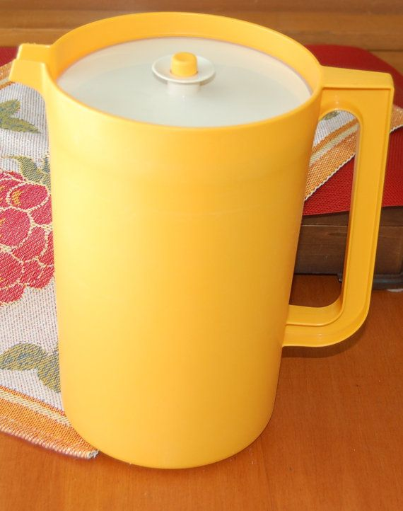 vintage tupperware pitcher 1980s yellow tupperware pitcher press n serve lid my tupperware. Black Bedroom Furniture Sets. Home Design Ideas